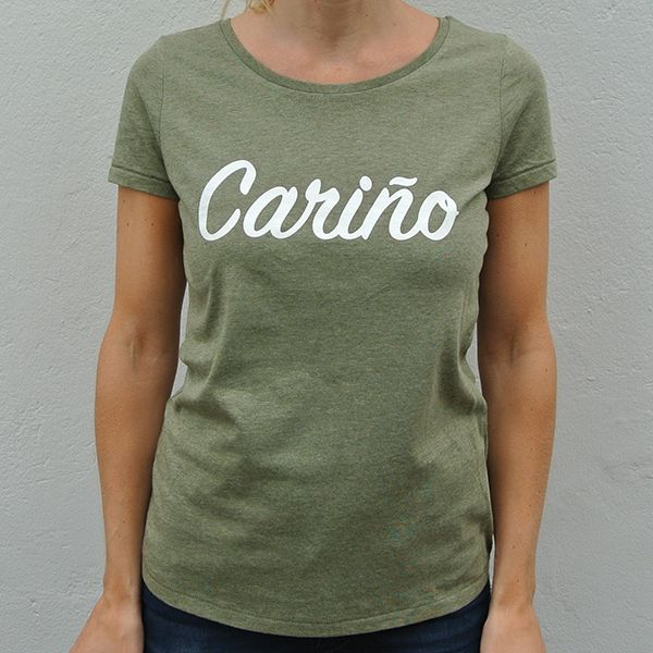 Green organic shirt Cariño model front