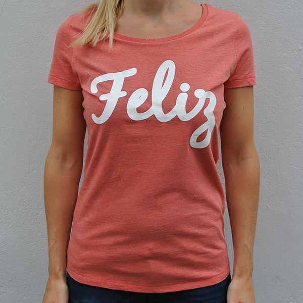 Red organic shirt Feliz model front