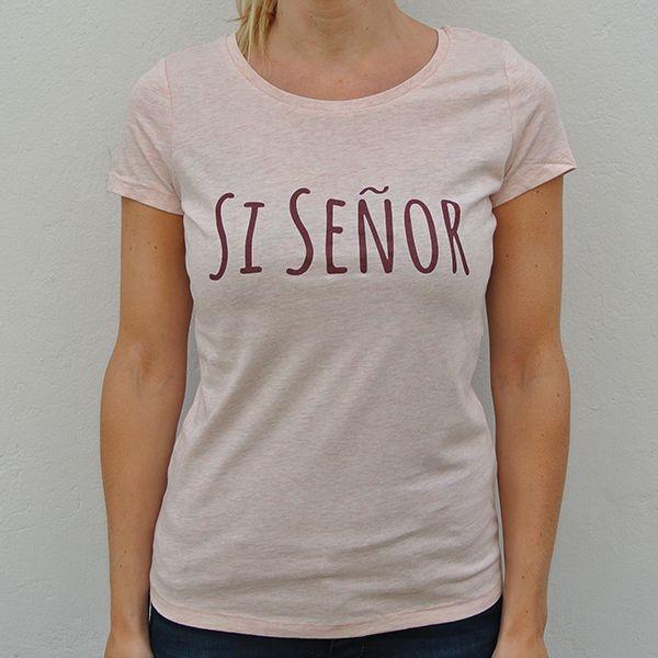 Pink organic shirt Si Señor model front