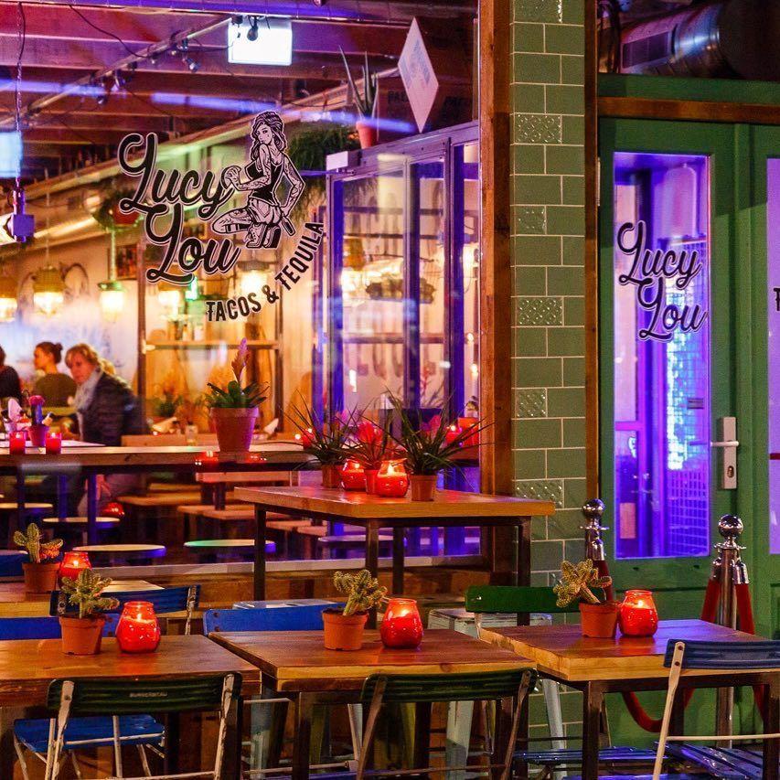 Lucy Lou restaurant tafels ramen licht deur kaarsen