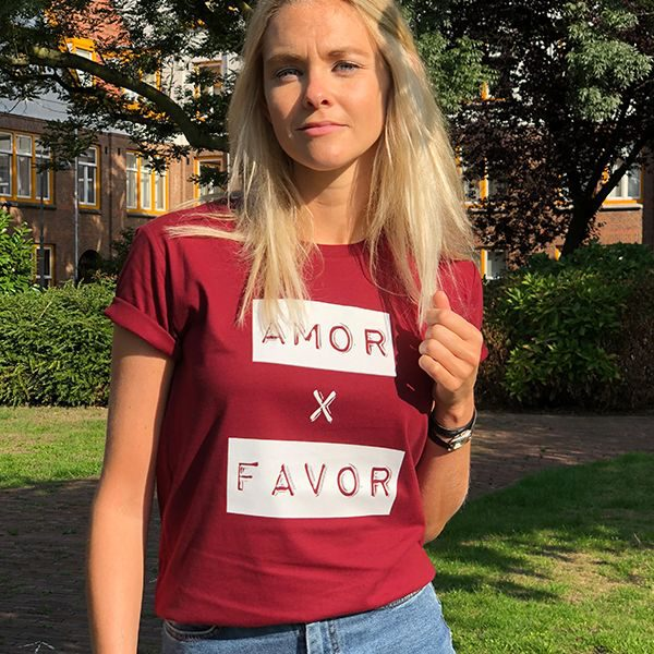 Amor por favor burgundy unisex shirt organic cotton girl in sun