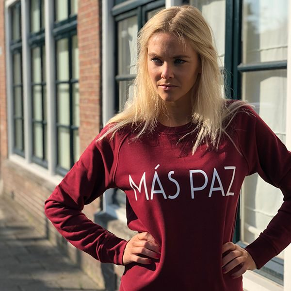 Sweater organic cotton burgundy red quote text white mas paz model