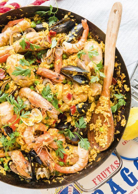 paella zeevruchten eten lepel pan kruiden